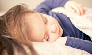 Kleuter, slaapt niet, slaap tekort, wakker, peuter, wil niet slapen